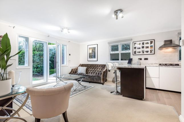 Thumbnail Flat for sale in Clockhouse Place, Putney