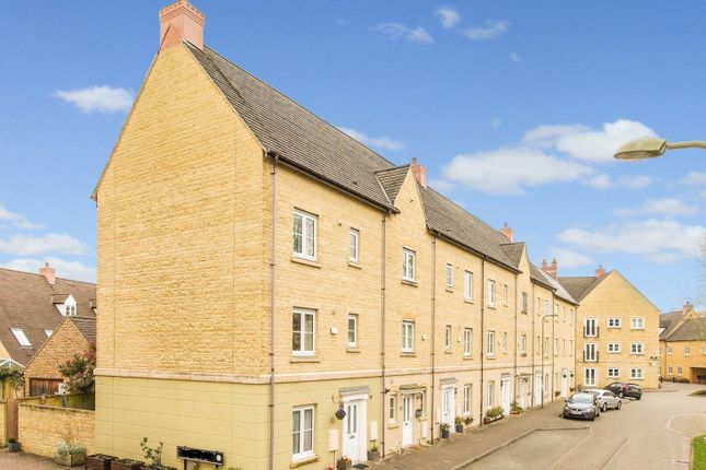 Thumbnail Terraced house to rent in New Bridge Street, Witney, Oxfordshire