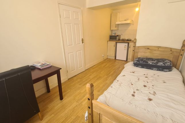 Thumbnail Studio to rent in Stainby Close, West Drayton