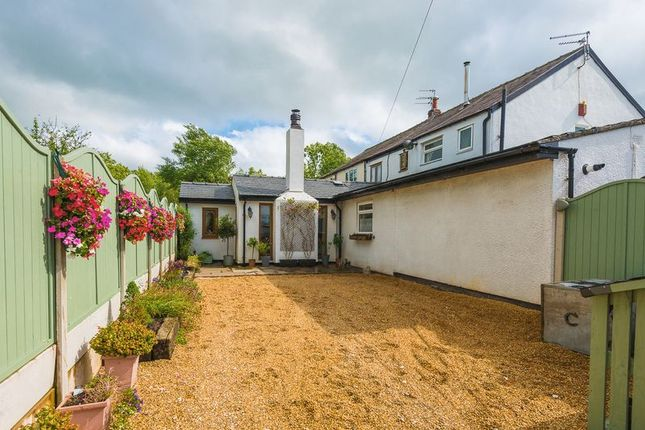 Thumbnail Cottage for sale in Coppull Moor Lane, Coppull, Chorley