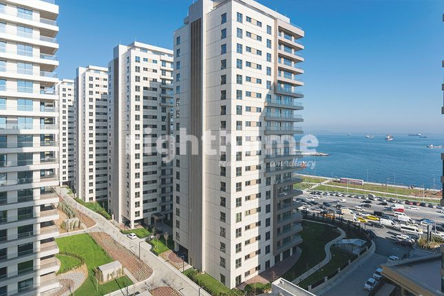 Thumbnail Apartment for sale in Rh 129, Bakirkoy Towers With Direct Sea View In Istanbul, Turkey