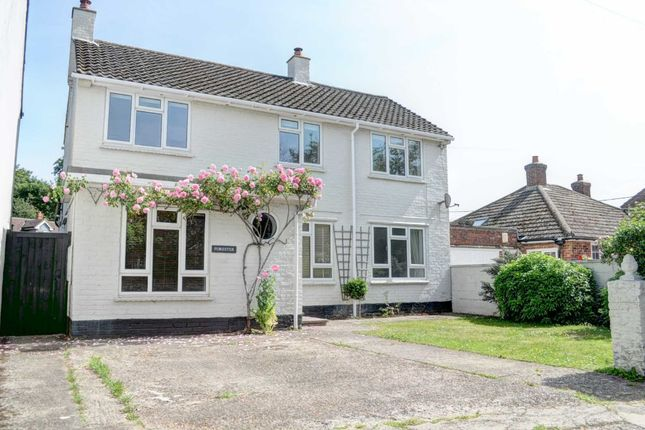 4 bed link-detached house to rent in Lower Church Street, Stokenchurch HP14