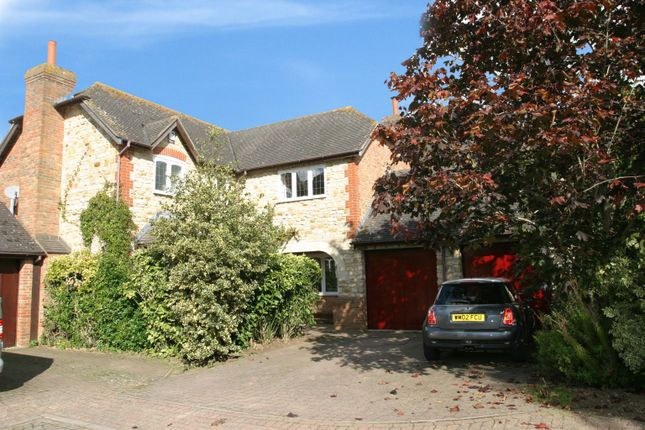 4 bed property for sale in Farm Close, Ickford, Aylesbury