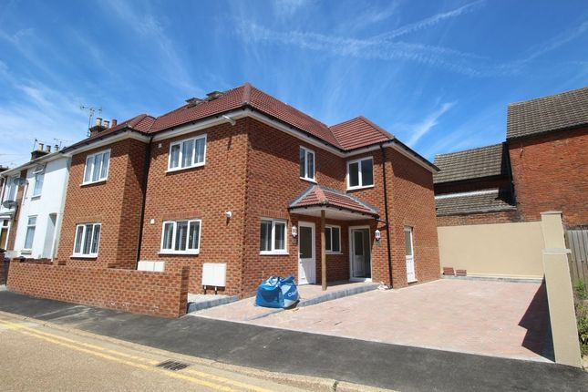 Thumbnail Flat to rent in Norwood Gardens, Ashford