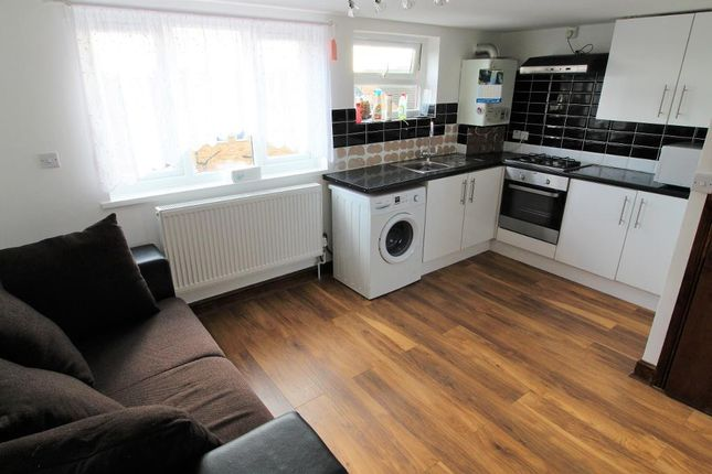 Thumbnail Flat to rent in Stoneleigh Close, Waltham Cross, London
