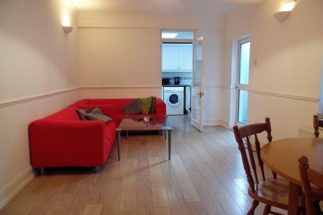 Thumbnail Duplex to rent in Garratt Lane, Earlsfield