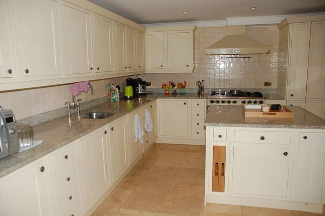 Thumbnail Flat to rent in Warwick Park, Tunbridge Wells