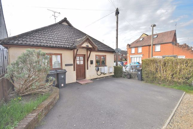 2 bed bungalow to rent in Stoney Common, Stansted CM24