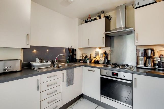 Thumbnail Flat to rent in Rosefield, Pooles Park, London