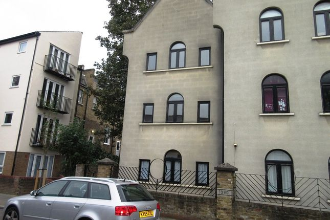 Thumbnail Semi-detached house to rent in Kiver Road, London