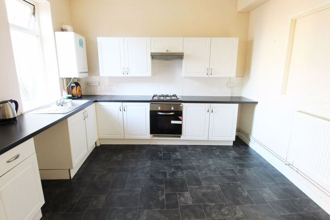 Thumbnail Flat to rent in Jones Arcade, Bedwlwyn Road, Ystrad Mynach, Hengoed