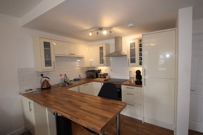 Kitchen of New Road, Studley B80