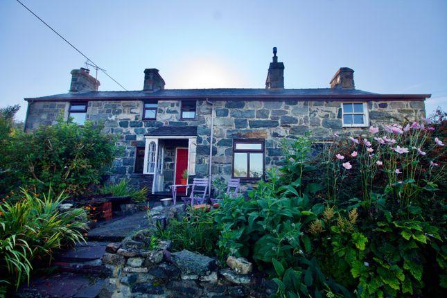 Thumbnail Detached house for sale in Rhostryfan, Caernarfon