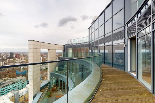 Thumbnail Flat for sale in Eagle Point, London