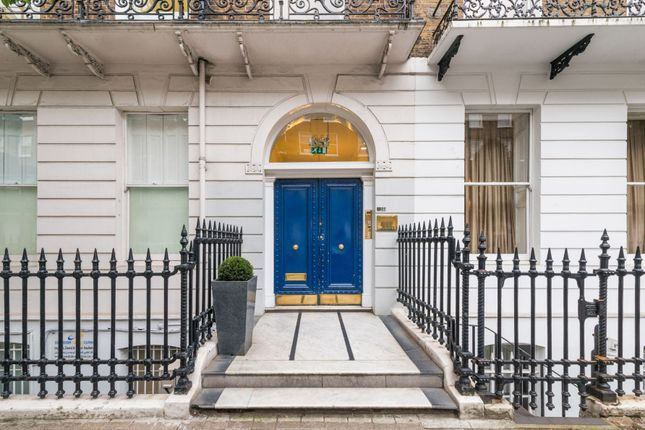 Thumbnail Terraced house for sale in Devonshire Place, Marylebone Viillage, London