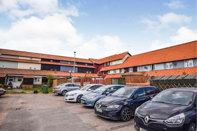 2 bed flat for sale in Littlebury Green, Basildon SS13