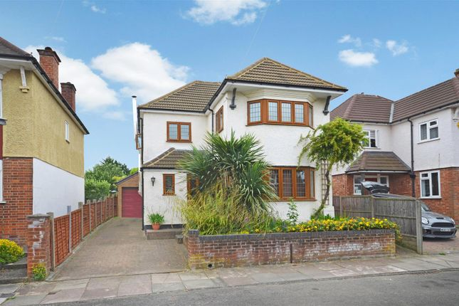3 bed detached house for sale in Vale Road, Aylesbury