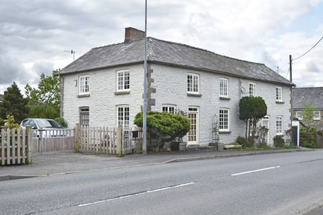 Thumbnail Detached house for sale in Newbridge On Wye, Llandrindod Wells