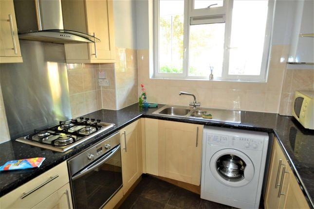 Flat to rent in Hallfield Estate, London