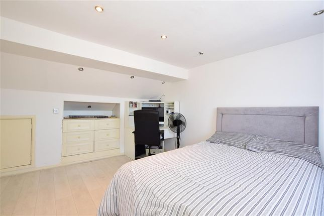Thumbnail Terraced house for sale in Knebworth Avenue, London