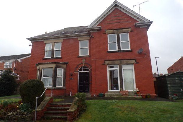 2 bed flat to rent in 3 Vincent Crescent, Chesterfield S40