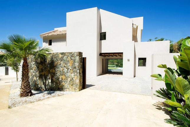 Thumbnail Villa for sale in Villa In Los Arqueros, Los Arqueros Golf, Marbella, Spain