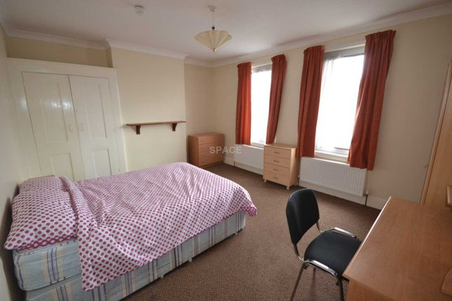Thumbnail Terraced house to rent in Basingstoke Road, Reading, Berkshire