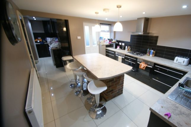 Thumbnail End terrace house to rent in Manor Drive, Hyde Park, Leeds