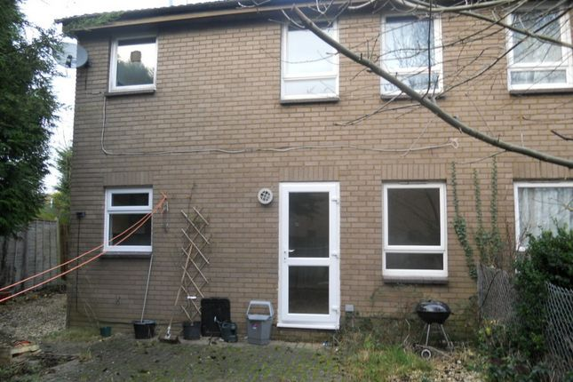 Thumbnail Flat to rent in Glenmore Road, Carterton, Oxfordshire