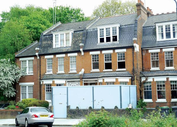 Thumbnail Terraced house for sale in Milton Park, London