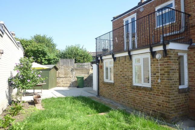 Thumbnail Cottage to rent in Mill Gardens, London