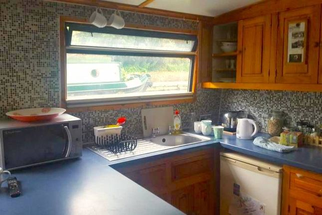 Thumbnail Houseboat to rent in Regents Canal Townpath, London