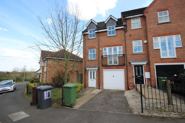 4 bed town house to rent in Larch Gardens, Bilston, West Midlands WV14