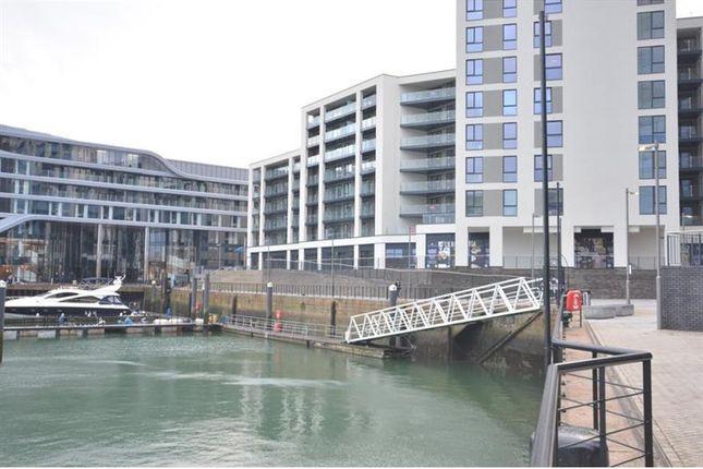 Thumbnail Flat to rent in Alexandra Wharf, Maritime Walk, Ocean Village, Southampton