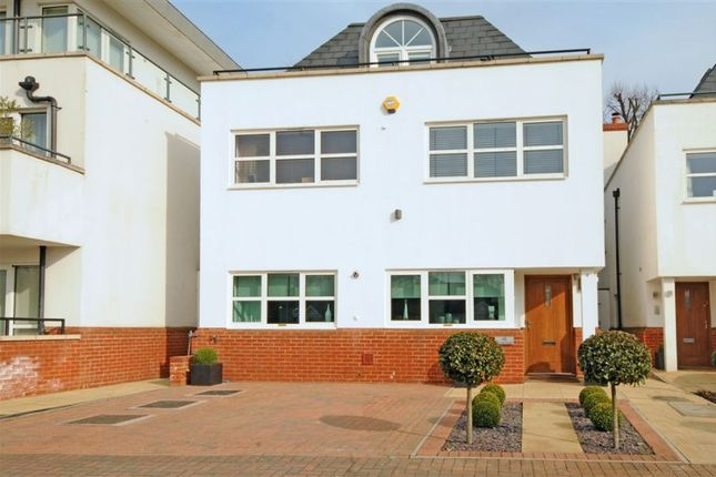 Thumbnail Detached house to rent in Surrey Close, Finchley