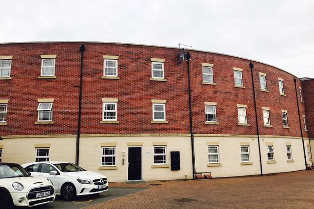 Thumbnail Flat to rent in Oak Grove, Northampton