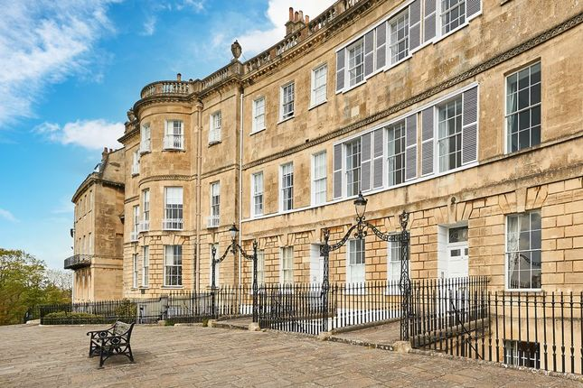 2 bed flat to rent in Lansdown Crescent, Bath BA1