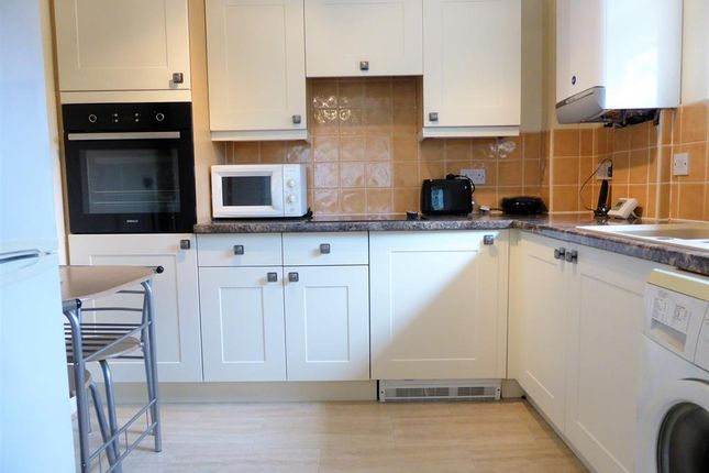 Thumbnail Flat to rent in Cowley Lane, Chapeltown, Sheffield