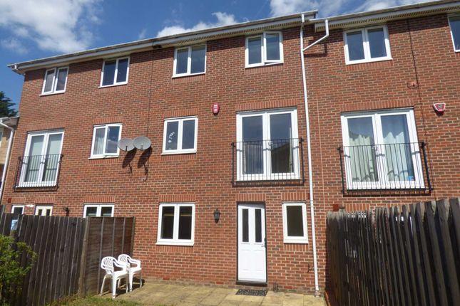 Thumbnail Property to rent in Primrose Close, Luton