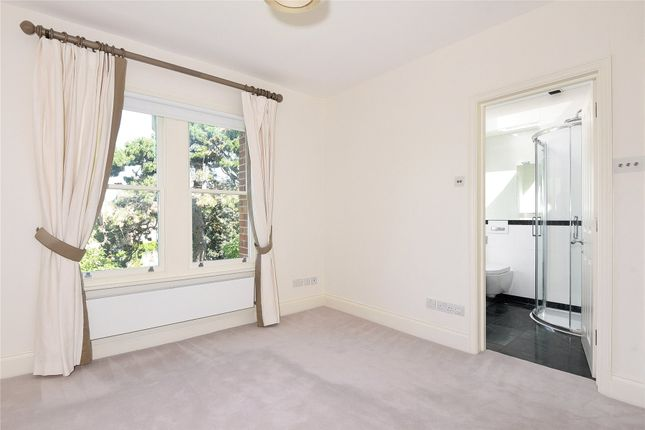 Bedroom of Norham Gardens, Oxford OX2