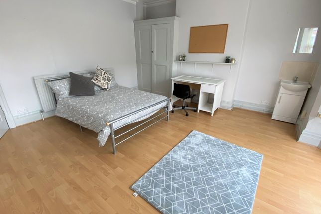 Thumbnail Shared accommodation to rent in Westcotes Drive, Leicester