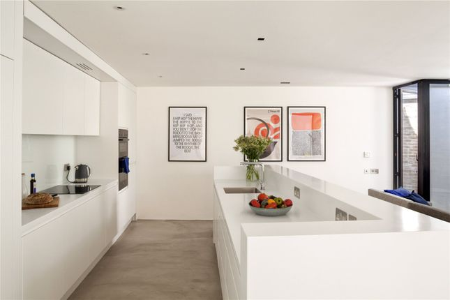 Picture 8 of Townley Street, London SE17