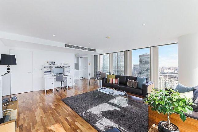 Thumbnail Flat to rent in Landmark East Tower, 24 Marsh Wall, London