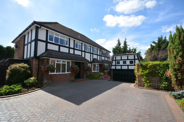 Thumbnail Detached house for sale in Dalewood Close, Emerson Park, Hornchurch