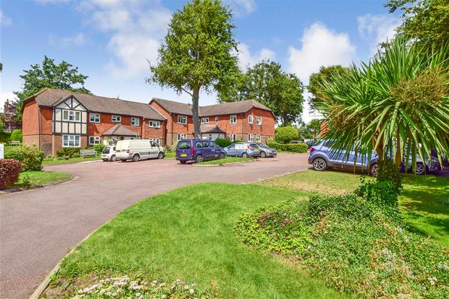 2 bed flat for sale in Linden Chase, Uckfield, East Sussex TN22