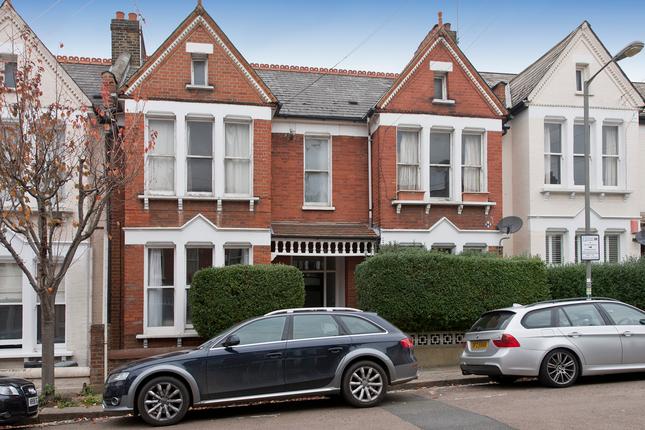 2 bed flat for sale in Lynn Road, London