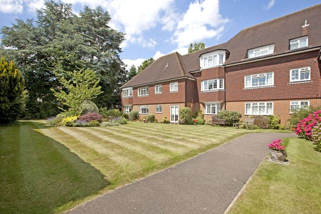 Thumbnail Flat to rent in Grove Road, Beaconsfield