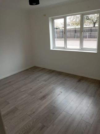 Thumbnail Flat to rent in Leys Avenue, Dagenham