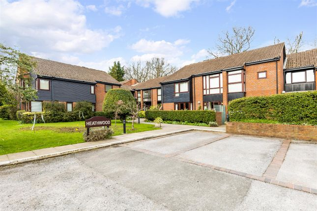 2 bed flat for sale in High Street, Tadworth KT20