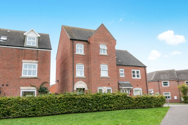 Thumbnail Town house to rent in Goldfinch Crescent, Bracknell
